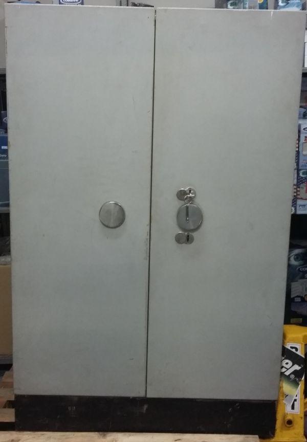 Trezorová skříň Kovona-M bazar dvoukřídlá šedo-okrová